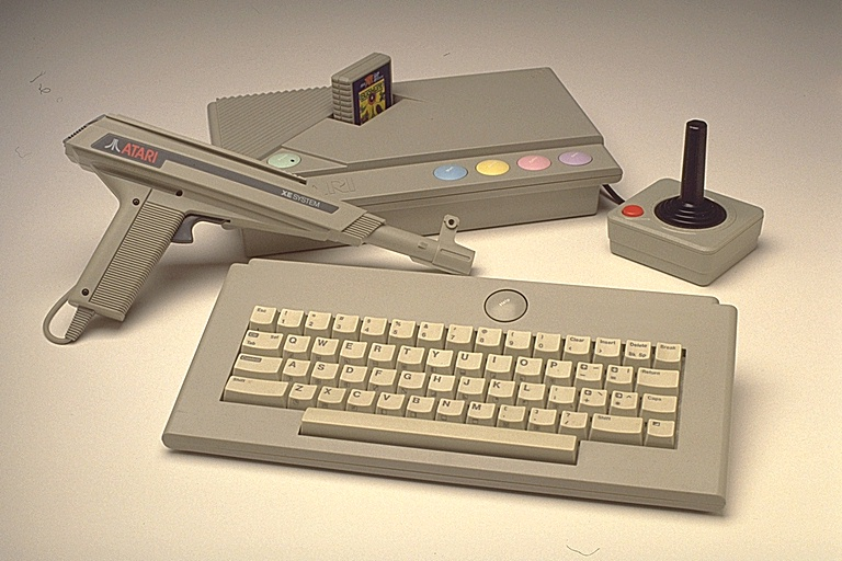 http://jscustom.theoldcomputer.com/images/manufacturers_systems/Atari/XEGS/300011xegs.jpg